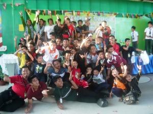 kanak-kanak riang di Kampung Teh
