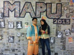 MAPU 2013: People behind the wall of fame. Zati & I.